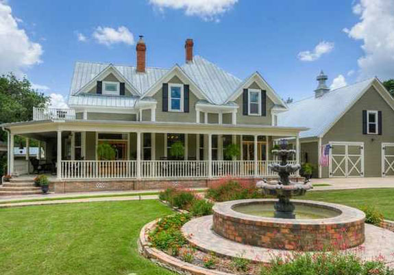 southern-charm-oozes-from-this-giant-turn-of-the-century-texas-farmhouse-on-the-market-for-995900