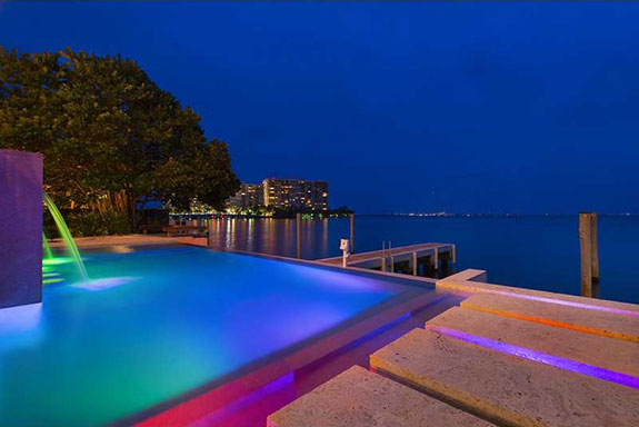 the-infinity-pool-overlooks-biscayne-bay