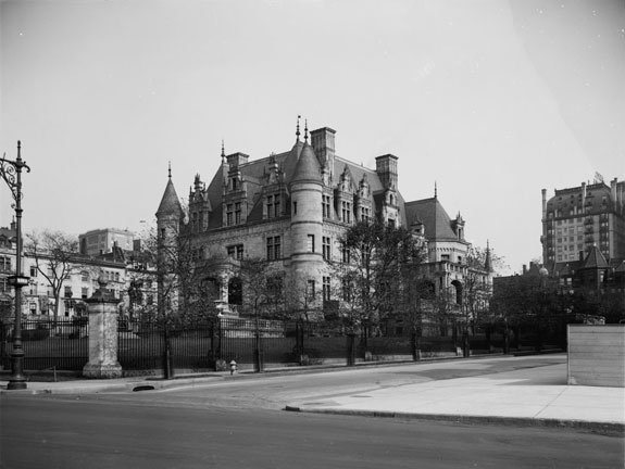 steel-magnate-charles-schwab-built-an-ornate-75-room-mansion-on-new-yorks-riverside-drive-in-1905-it-was-publicly-demolished-in-1948