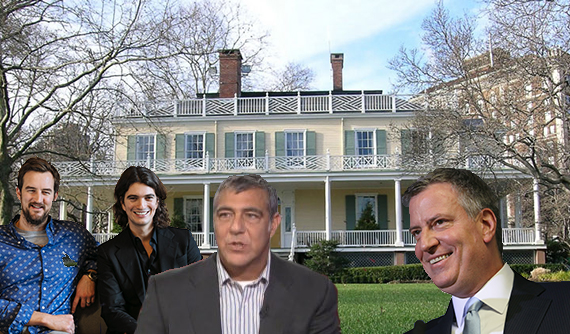 From left: WeWork's co-founders Miguel McKelvey and Adam Neumann, Scott Levenson and Bill de Blasio in front of Gracie Mansion