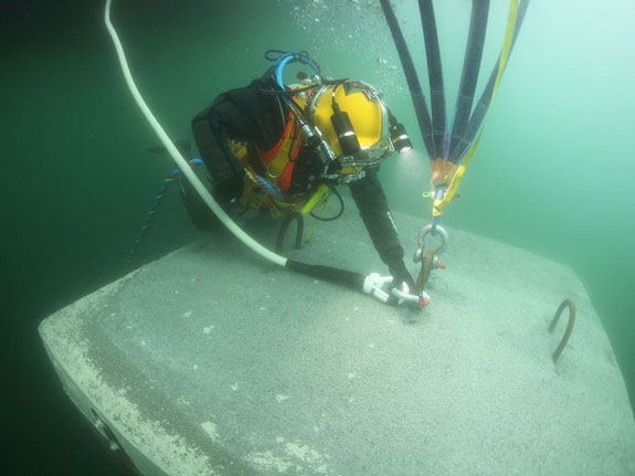 march-2016-a-diver-connects-a-rope-made-of-ultra-high-molecular-weightpiers-in-place