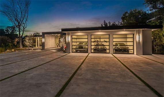 Rat pack spec home in beverly hills hits market for 28m for Spec home builders near me