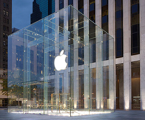 Apple store cube at 767 Fifth Avenue