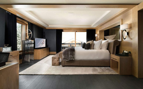 the-master-suite-has-an-entire-floor-to-itself