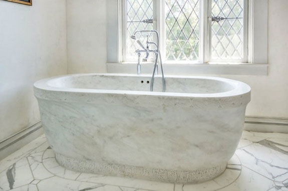 this-detached-marble-tub-is-gorgeous