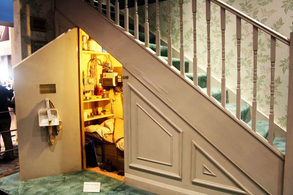 Harry Potter Staircase : In london a cupboard beneath staircase asks month