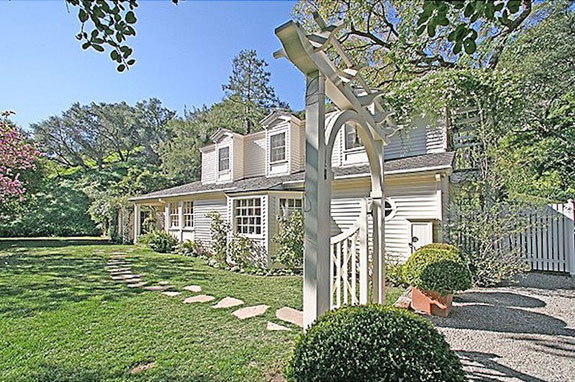 beverly-hills-california-swift-purchased-a-cape-cod-style-home-very-far-from-cape-cod-for-397-million-in-2011